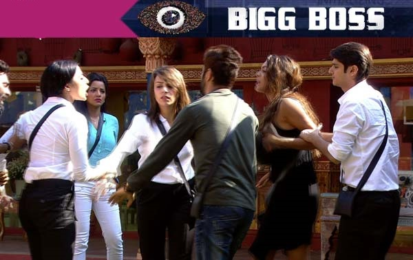 Bigg Boss 10 – Bani Judge and Lopamudra Raut physically attacking each other