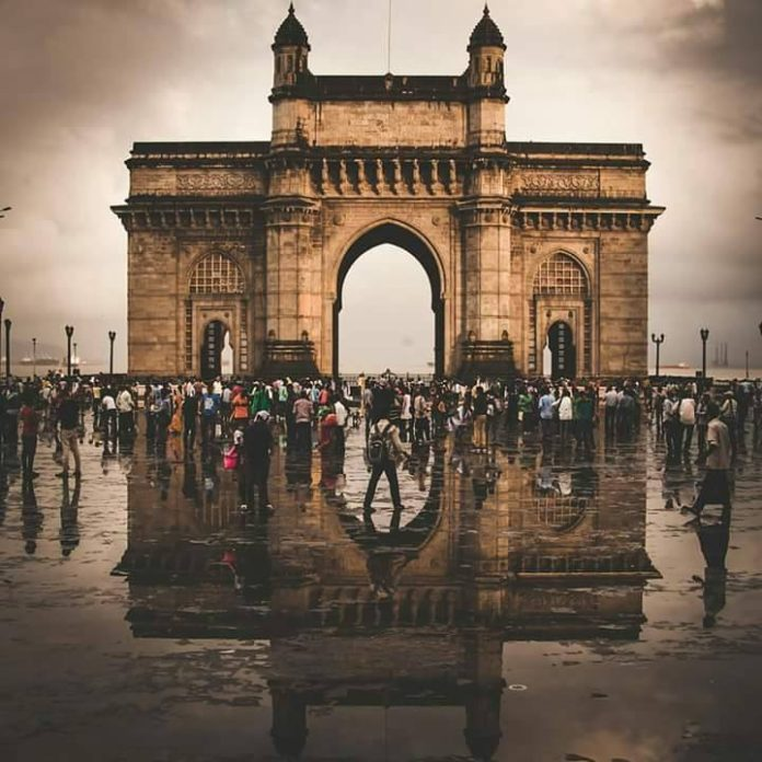Gateway of India by Mumbai Darshan