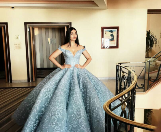 """Aishwarya Rai Bachchan Red Carpet Look """"Queen have arrived"""" Updated"""