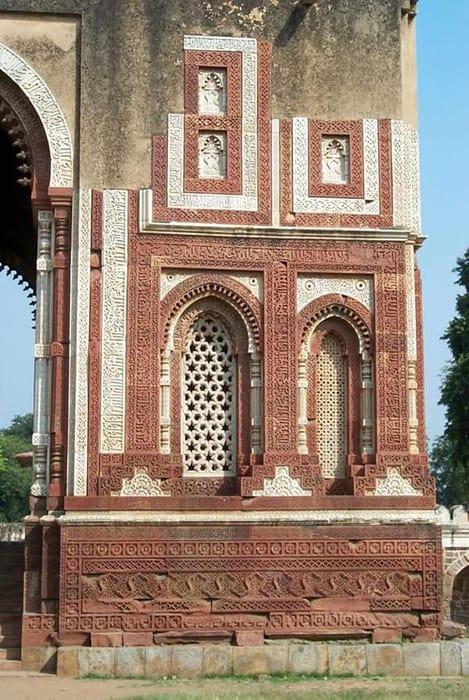 Alai Darwaza window