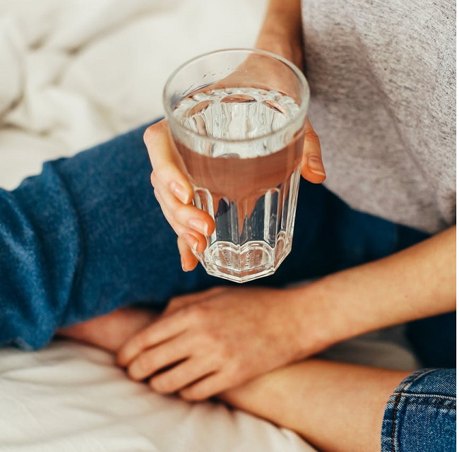 4 Unique Benefits Of Drinking Warm Water Before Sleeping