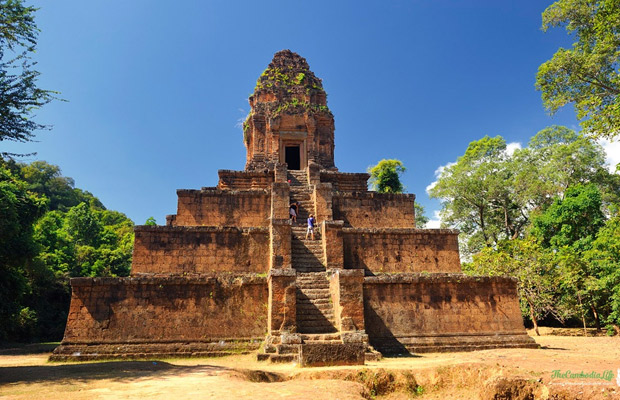 Baksei Chamkrong – Hindu temple located in the Angkor complex