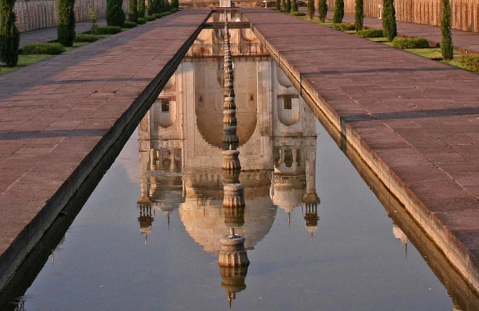 Image of Bibi Ka Maqbara in water