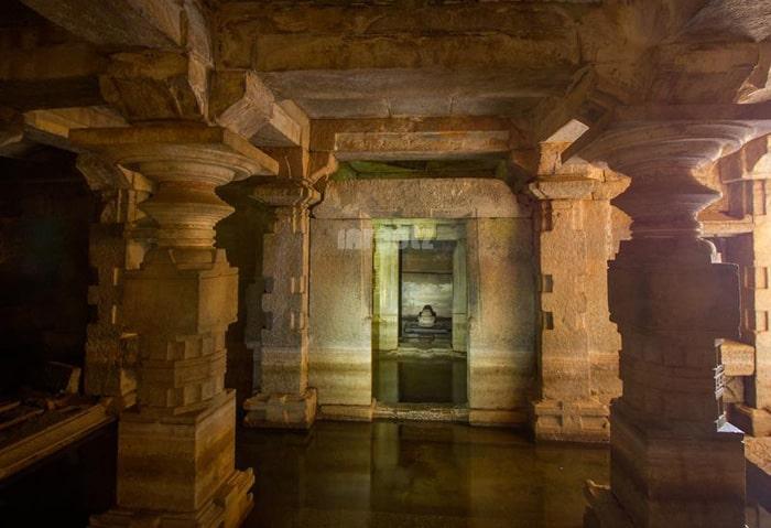 underground-virupaksha-temple-hampi-5